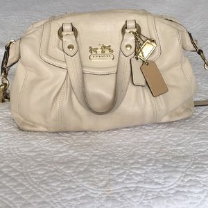 👜🔥 DEAL!! Auth Coach Ashley Satchel in beige